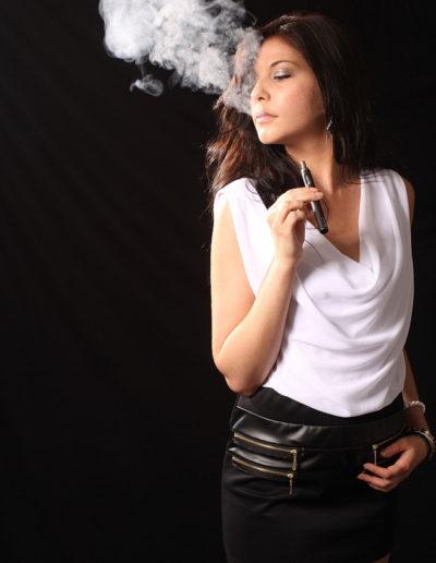Vapoter avec une cigarette electronique